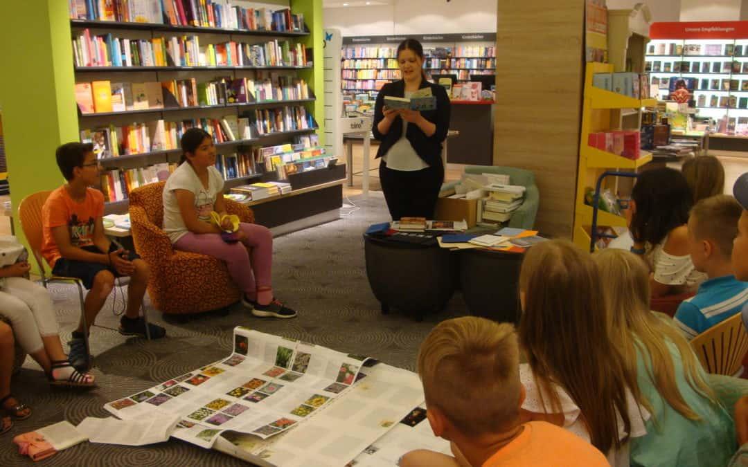 Welttag des Besuches- Klasse 4a besucht Bücher Pustet